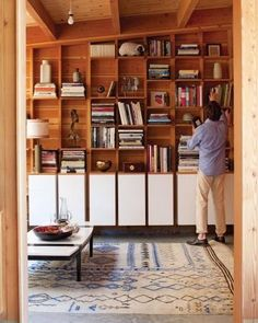 11 ingenious ways to organize and style a book shelf.