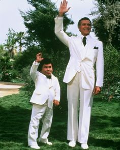 Never missed an episode of Fantasy Island....DE PLANNNEEEE..DE PLANNNEEE