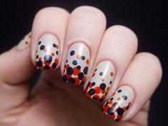 Essa nail art tem um degradê de bolinhas super diferente, não é? E ainda é fácil