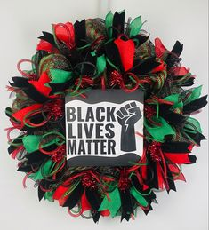 Xmas Wreaths, Christmas Decorations, Holiday Decor, Diy Home Crafts, Crafts To Do, Military Wreath, Black Wreath, African Home Decor, Flag Colors