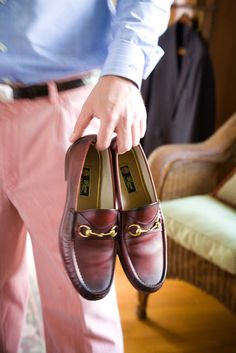 Gucci Loafers The whole outfit is cool. Id wear it. - Gucci Horsebit Loafer - Ideas of Gucci Horsebit Loafer - Gucci Loafers The whole outfit is cool. Id wear it. Boat Shoes, Men's Shoes, Dress Shoes, Shoes Men, Loafer Shoes, Shoes Sneakers, Preppy Men, Preppy Style, Style Men