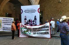 Unos 100 integrantes de la Unión Campesina Democrática marcharon desde la Plazuela de Carrillo para exigir que la Policía de Morelia no siga deteniendo sus unidades, mismas que generalmente portan ...