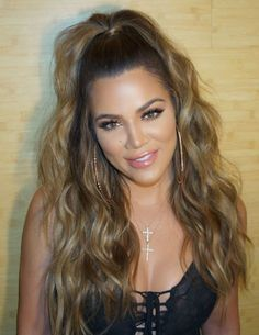 14 Best Fall Hair Colors for 2017 - Top Fall and Winter Hair Color Ideas Medium Hair Styles, Curly Hair Styles, Khloe Kardashian Hair, Kardashian Fashion, Half Ponytail, High Curly Ponytail, Pinterest Hair, Beauty Blender, Diy Hairstyles