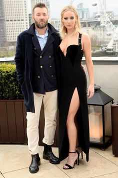 According to Wednesday's edition of The Daily Telegraph, Red Sparrow co-stars Jennifer Lawrence and Joel Edgerton are rumoured to be dating. Joel Edgerton, Jennifer Lawrence Fotos, Red Sparrow, Hollywood Star, Celebs, Celebrities, Red Carpet Fashion, Movie Stars, Interview