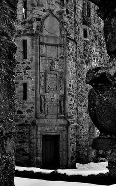 Huntly Castle |  Scotland  |  by Lindeeloo  |   via Flickr   €