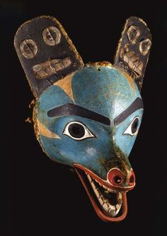 Wolf mask of the Haida nation from around 1880. The indigenous Haida people live to this day in the coastal region of British Columbia in Canada. © Staatliche Museen