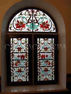 Витражи на окна. Купить витражные окна в Москве. Витражные окна в английском стиле