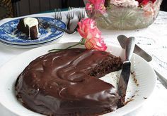 Traje esta receta del tipo <em>gateau au chocolat</em> francés y la adapté para los celíacos porque me pareció que era sencillo hacerlo, y lo fue. El resultado es delicioso para celíacos o para cualquier persona que ame el chocolate, como yo.