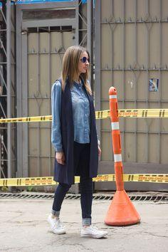 MyStyle #streetstyleBogota Zara vest, Zara shirt, UniQlo jeans and Converse. Foto @Juan P. Lozano @JuanLozanoBarrero