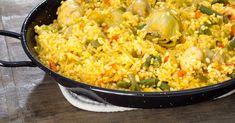 RECETA CASERA | Aprende a hacer una sabrosa paella de verduras. Es un plato vegano, muy fácil de hacer y que encanta a toda la familia. Spanish Dishes, Fried Rice, Fries, Recipies, Ethnic Recipes, Chia, Food, Sweets, Vegetarian