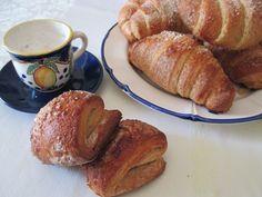 Ecco, in occasione di un evento di un gruppo fb, vedevo pressochè quotidianamente fotografie di croissant sfogliati. Come si fa a resistere? Bene, non ho r