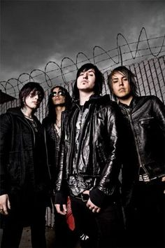 Obsessed with Escape the Fate atm. Jane's Addiction, Escape The Fate, Falling In Reverse, Old Singers, Of Mice And Men, Music Wallpaper, Black Veil Brides, Hot Actors, Pierce The Veil