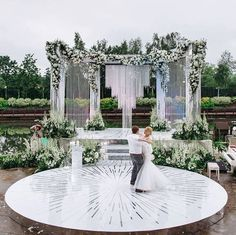 Beautiful, modern outdoor wedding design