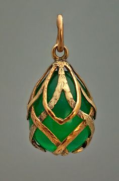 A highly unusual gold and chrysoprase egg pendant. Made in St. Petersburg between 1899 and An egg-shaped carved chrysoprase (the most valuable variety of chalcedony gemstones) of glowing green color is mounted with two-tone gold interlaced garlands. Jewelry Gifts, Jewelery, Jewelry Accessories, Fine Jewelry, Jewelry Design, Jewelry Shop, Chain Jewelry, Jewelry Stores, Gold Jewelry