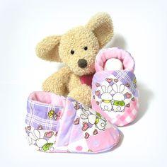 Chaussons bébé roses et violets à motif lapins amoureux doublés en polaire rose 0/3 mois Tricotmuse : Mode Bébé par tricotmuse