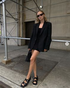 Street Style Outfits, Casual Outfits, Black Sandals Outfit, Marie Von Behrens, Look Fashion, Fashion Outfits, Traje Casual, Mode Ootd, Look Blazer