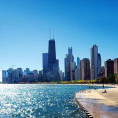 nice weather thought to send me little extended walk - things looking pretty on my back ;) #NorthAveBeach #LakeMichigan #SunnyAfternoon #Beautiful #SunnyAfternoon #ChicagoSkyline #Chicago #Colors #BlueSkies #Boats #HappyWeekend #October2017 #Fall2017 #HappySunday