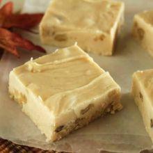 I love the taste of maple. Maple Walnut Fudge Recipe, Cookbook Recipes, Cooking Recipes, Vegetarian Recipes, Moist Chocolate Chip Muffins, Punch Bowl Cake, Susan Recipe, Oatmeal Muffins, Carrot Muffins