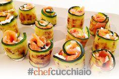 Fresh salmon, marinated zucchini and cheese Rolls Rotolini di salmone fresco marinato, zucchine e formaggio