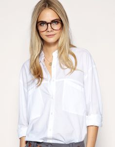 Buy ASOS Oversized Pocket Boyfriend Shirt at ASOS. Get the latest trends with ASOS now. Cute Glasses, Girls With Glasses, Cara Delevingne, Asos, Geeky Chic, Nerd Chic, Classic White Shirt, Burberry, Boyfriend Shirt