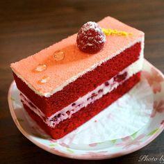 Gorgeous Red Velvet Christmas Cake, Best Christmas Cake Recipes #2013 #red #velvet #cake www.loveitsomuch.com