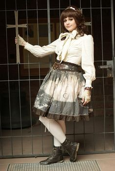 I think I could pull this one off relatively easily - daily_lolita: Hime Pirate/Steampunk Lolita for the Candy Day fashionshow at Hanami 2012