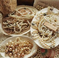 Faith, Grace, and Crafts: Pearls and Lace Thursday Tray of Pearls! Classy Aesthetic, Gold Aesthetic, Pearl Jewelry, Vintage Jewelry, Vintage Pearls, Vintage Diy, Rose Shabby Chic, Pearl And Lace, The Great Gatsby
