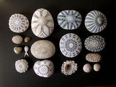 El blog de Dmc: Tutorial para forrar piedras con ganchillo