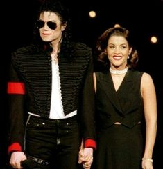 'I'll end up like Elvis': Michael Jackson's ex-wife Lisa Marie Presley says he predicted he would die like her father Lisa Marie Presley, Janet Jackson, Elvis Presley, Michael Jackson Kunst, Donald Trump, Longest Kiss, Musica Pop, Mtv Video Music Award, Music Awards
