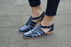 5c0480d707d132 Clarks Ladies Hotel Bustle Navy Leather Brogue Shoes Sandals Size UK 6 39.5  in Clothes