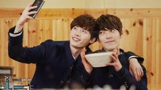 Lee Jong Suk depends on Kim Woo Bin to cure his stage fright // brb while i cry rainbows over this precious otp