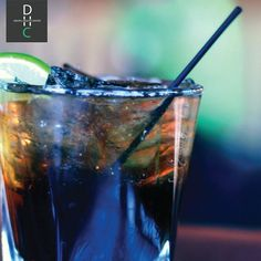 Straws can prevent stained teeth & help limit exposure to some causes of tooth decay