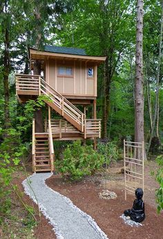 San Juan Islands Treehouse Captivates with Modern Design — Nelson Treehouse Tree House Designs, Tiny House Design, Tree House Plans, Cool Tree Houses, Corner House, Tiny House Cabin, Rustic Design, Modern Design, In The Tree