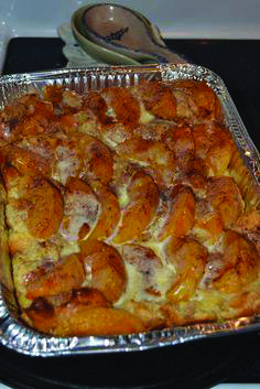 Fresh french toast casserole apple developed by nutritionists - Tate Beamson Greek Recipes, Quick Recipes, Cooking Recipes, Marinated Salmon, Overnight French Toast, French Toast Casserole, Exotic Food, Clean Eating Snacks, Breakfast Recipes