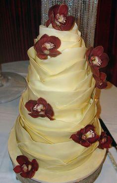yellow #weddingcake. #cake #yellowwedding #wed101 #floral Lana's Dazzling Desserts | http://wed101.com/budget/vendor-details/813/3/rf/wedding-vendors/wedding-cakes/2