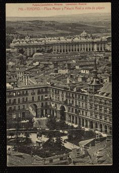 "Plaza Mayor y Palacio Real a vista de pájaro.""Fotpia. Castañeira, Álvarez y Levenfeld.- Madrid, 1900. Real Madrid, Foto Madrid, Antique Photos, Travel List, Old Pictures, City Photo, Spain, Vacation, Black And White"