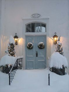 love this with sparkling lights & snow