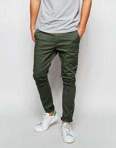 DESIGN super skinny chinos in dark khaki - Appearance - Best Outfits Style Stylish Mens Outfits, Casual Outfits, Men Casual, Summer Outfits, Casual Styles, Super Skinny Chinos, Chinos Men Outfit, Pants Outfit, Costume Africain