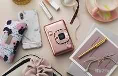 한국후지필름㈜은 12일부터 인스탁스 미니 라인 최초의 하이브리드형 카메라 'LiPlay(리플레이)' 예약판매를 실시하고 정품 등록을 마친 구매고객 선착순 1천명 한정으로 정품 케이스와 스트랩을 증정하는 프로모션을 진행한다. Vogue, Phone, Rings, Instagram, Telephone, Ring, Jewelry Rings, Mobile Phones, En Vogue