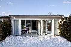 Vikfönster från Ekstrands på radhus uterum  #Ekstrands #Fönster #EkstrandsFönster #Vinterträdgård #Uterum #Inspiration #Arkitektur #Inredning #Renovering #Radhus #Hus #Vikfönster