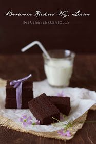 Dulu aku dah pernah janji lain kali mau bikin browkus cokelat Ny. Liem tapi minyaknya diganti dengan butter/margarin. Tapi setelah aku...