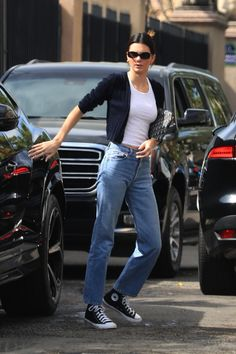 Kendall Jenner in a white tank top covered with a cropped black cardigan and high waisted denim jeans paired with black Converse sneakers and Dior clutch stepped out with her best friend Hailey Bieber for breakfast in LA Jeans Und Converse, Estilo Converse, High Top Converse Outfits, Black High Top Converse, Black High Tops, Converse Sneakers, All Black Converse Outfit, Converse Fashion, Converse Style