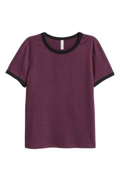 Short T-shirt: Short T-shirt in soft jersey with a contrasting colour trim around the neckline and sleeves.