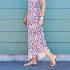 New sandals, check. Pedicure, check. Now what to wear…? Get outfit inspiration for all your summer shoes on the blog.