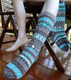 Greetings to Fair Isle, Scotland. Traditional OXO-socks inspired to knit socks w… , … Fair Isle Knitting, Knitting Socks, Baby Knitting, Baby Boy Booties, Winter Socks, Wool Socks, Wool Yarn, Leg Warmers, Mittens