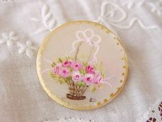 handpainted button.......this is what makes old buttons works of art
