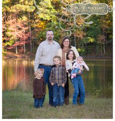 What to wear to your family photo shoot: Earth tones, layers, coordinated (not matchy matchy)