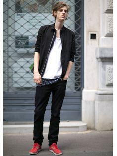 【ELLE】ミラノだからこそ新鮮! ストリートファッションに釘づけ|こんな伊達男とデートしたい♡ エディターが選ぶMYベストおしゃメンinイタリア|エル・オンライン