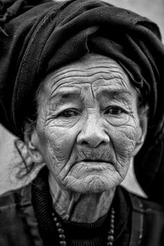 Face of Grandma by Gunarto Song Portrait Art, Portrait Photography, Rajasthani Painting, Stippling Art, Black And White People, Old Faces, Best Portraits, Face Expressions, Human Art