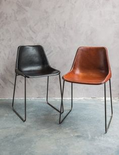Hand made chairs with a metal support, Argentinian buffalo leather - WoonTheater